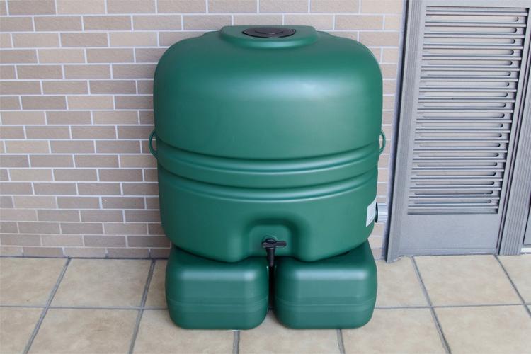 コダマ樹脂工業製ホームダムミニ110リットル(グリーン・丸ドイ用・スタンド付き) 型番RWT110